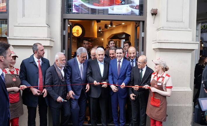 Simit Sarayı Londra Piccadily Mağazası'nı Başbakan açtı