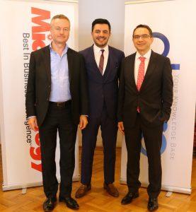 Soldan Sağa MicroStrategy Orta Doğu ve Afrika Bölge Başkan Yardımcısı Darryl Owen; MicroStartegy Türkiye Ülke Müdürü Evren Eray; Obase CEO Dr. Bülent Dal