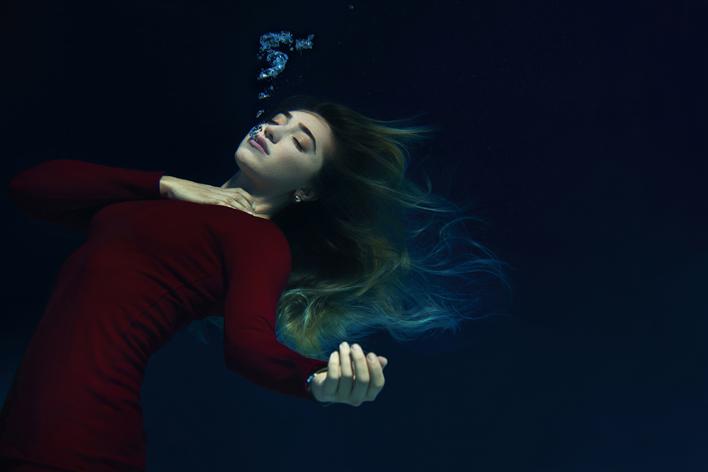 """""""Balıklar Boğulmasın"""" sergisi Fairy ve TÜDAV işbirliğiyle gerçekleşti"""