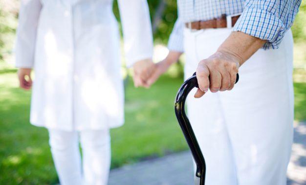 Alzheimer'lıların evden çıkması gerekiyor