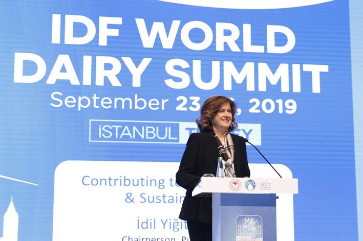 İdil Yiğitbaşı, Dünya Süt Zirvesi'nde sektörü değerlendirdi