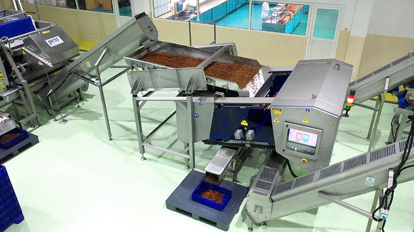 Yeni Tomra 5C makinelerinin ilk sahibi, kuru üzüm üreticisi Osman Akça oldu